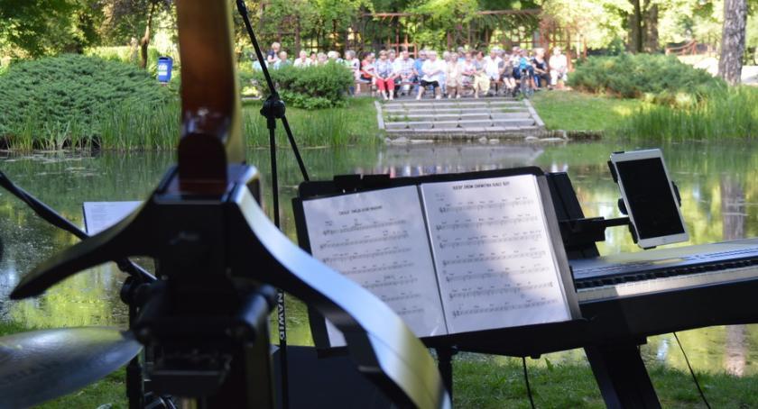 KONCERTY, Parkowe Spotkania Przed występ chórów tango - zdjęcie, fotografia