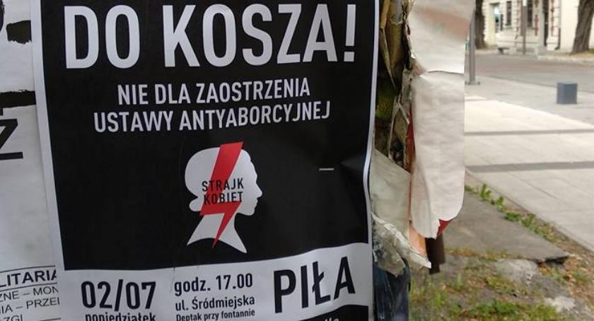 POLITYKA, Strajk Kobiet powraca Będzie protest przeciwko zaostrzeniu ustawy antyaborcyjnej - zdjęcie, fotografia