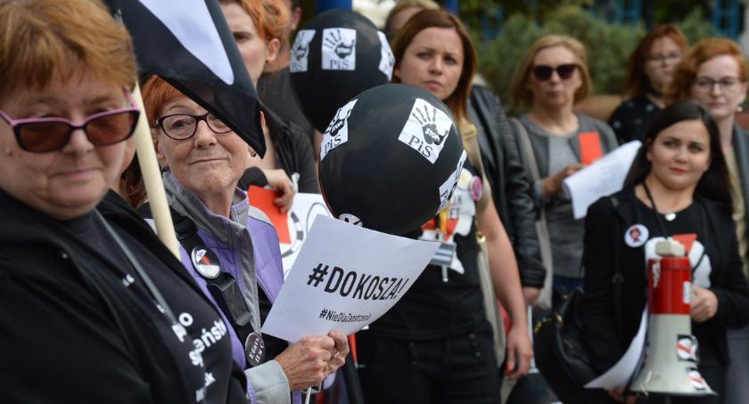 """POLITYKA, """"Mamy walczyć"""" Strajk Kobiet [ZDJĘCIA] - zdjęcie, fotografia"""