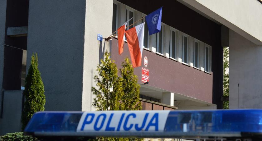 POLICJA, Pouczenia zamiast mandatów Policjanci Piły dołączają ogólnopolskiego protestu - zdjęcie, fotografia