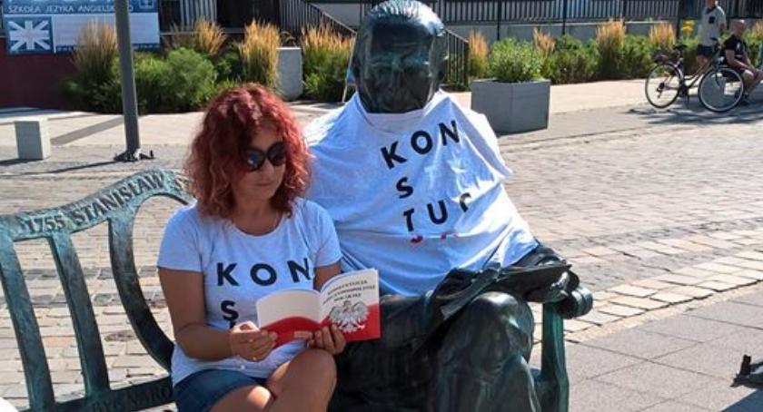 POLITYKA, Staszic koszulce Konstytucją Ogólnopolska akcja również - zdjęcie, fotografia