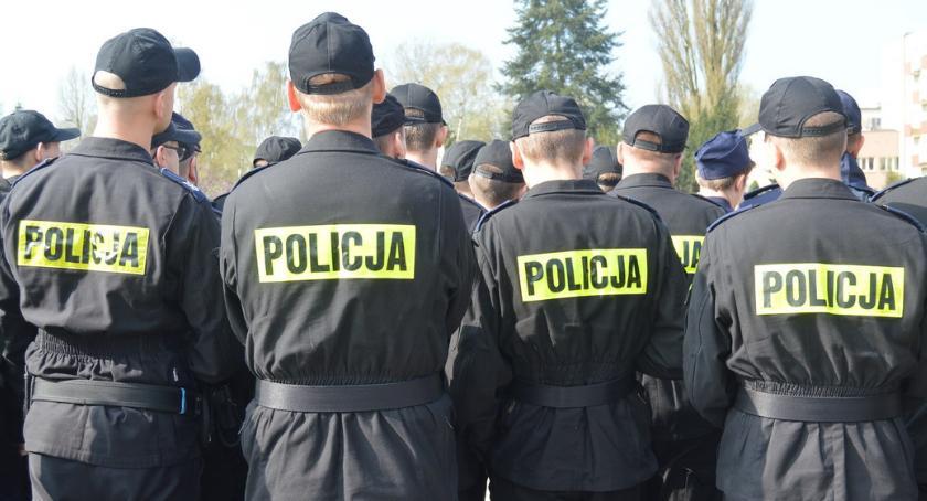 """POLICJA, Policjanci zapraszają siebie piątek """"drzwi otwarte"""" pilskiej komendzie - zdjęcie, fotografia"""