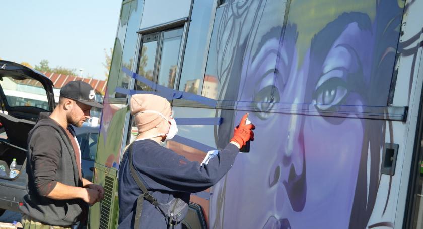PIŁA, graffiti miejskim autobusie [ZDJĘCIA] - zdjęcie, fotografia