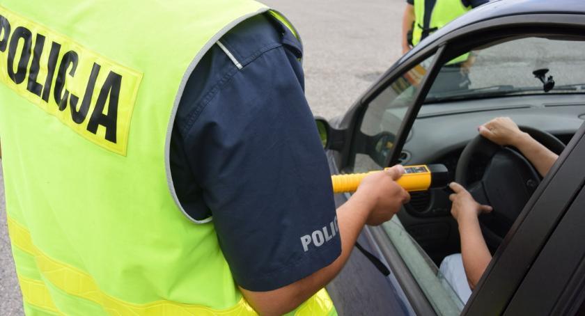 POLICJA, wiedział nawet gdzie Policja zatrzymała kompletnie pijanego kierowcę - zdjęcie, fotografia