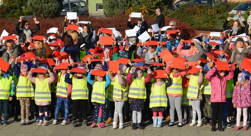 PIŁA, Pilskie przedszkolaki utworzyły żywą flagę [ZDJĘCIA] - zdjęcie, fotografia