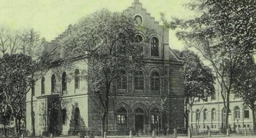 PIŁA, spaleniu Synagogi pamiątkowa tablica - zdjęcie, fotografia