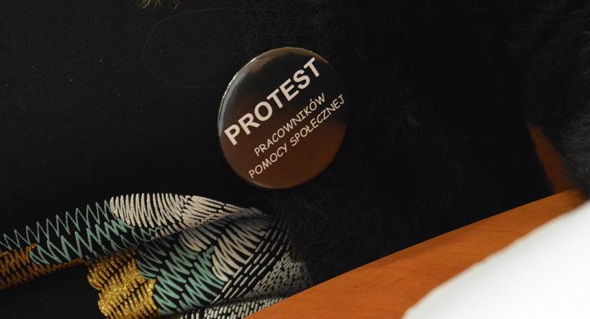 POLITYKA, Cichy protest pomocy społecznej Pracownicy przyłączyli akcji - zdjęcie, fotografia