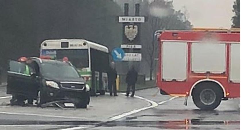 WYPADKI, Wypadek wjeździe Piły Osobówka zderzyła autobusem - zdjęcie, fotografia