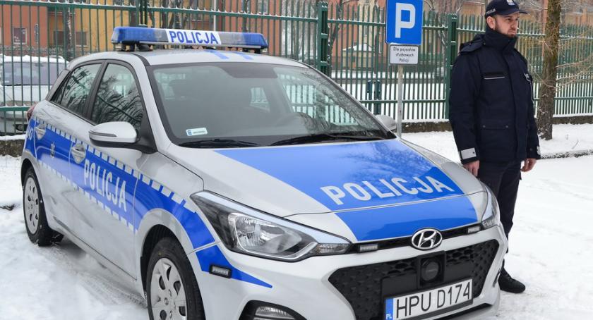 POLICJA, radiowóz pilskich policjantów - zdjęcie, fotografia