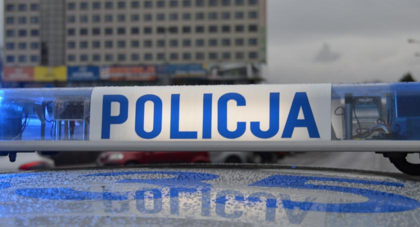 POLICJA, Uszkodził samochód mógł kupić alkoholu - zdjęcie, fotografia