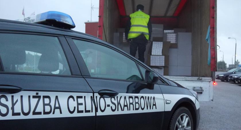 """POLICJA, Ponad milion """"lewych"""" papierosów - zdjęcie, fotografia"""