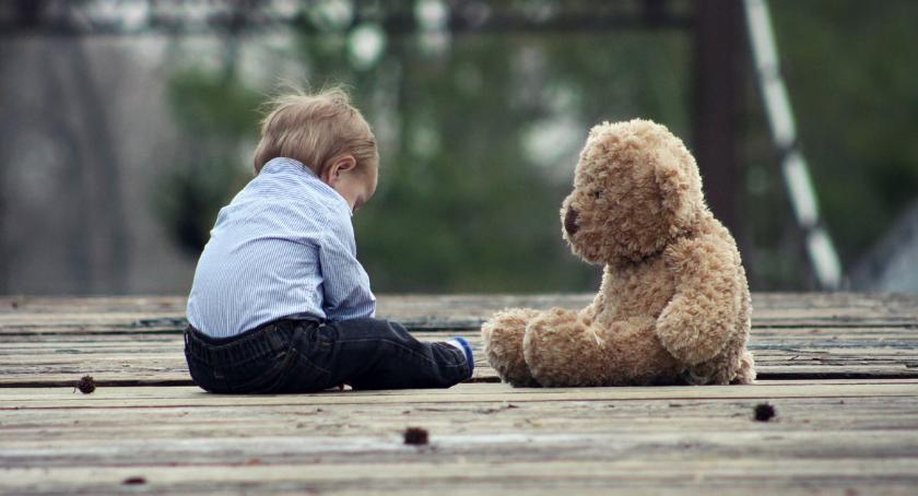 POWIAT PILSKI, Skrzywdzone przez dzieci czekają opiekę Potrzeba rodzin zastępczych - zdjęcie, fotografia