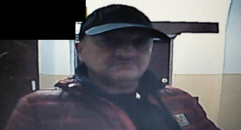 POSZUKIWANI I ZAGINIENI, Rozpoznajesz mężczyznę Skontaktuj policją - zdjęcie, fotografia