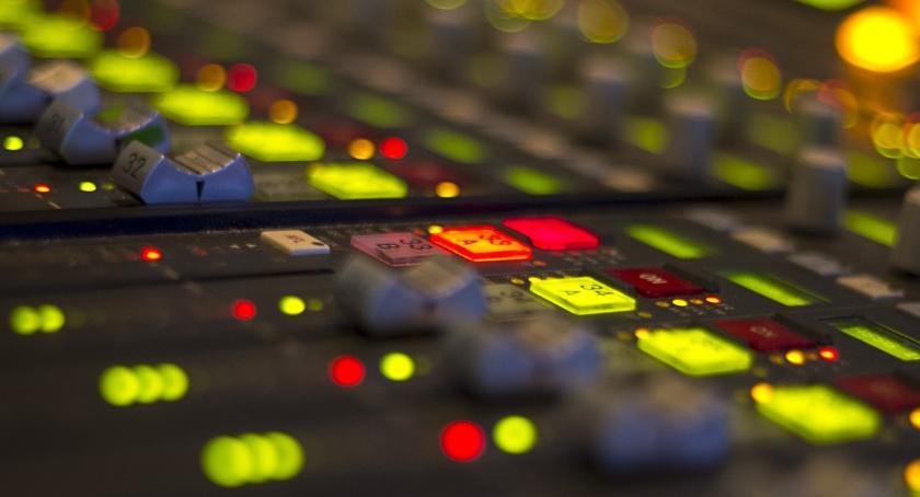 BIZNES I PRACA, Kolejne radio pilskim eterze - zdjęcie, fotografia