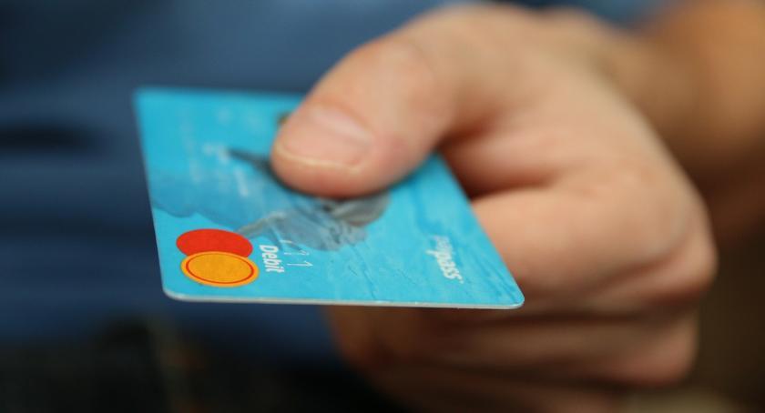 POLICJA, Ukradł kartę koledze płacił pieniędzmi - zdjęcie, fotografia