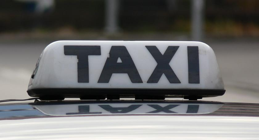 POLICJA, Napad taksówkarza Piły Zarzuty dwóch młodych mężczyzn - zdjęcie, fotografia