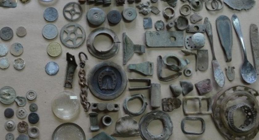 POLICJA, Policjanci zatrzymali poszukiwacza skarbów - zdjęcie, fotografia