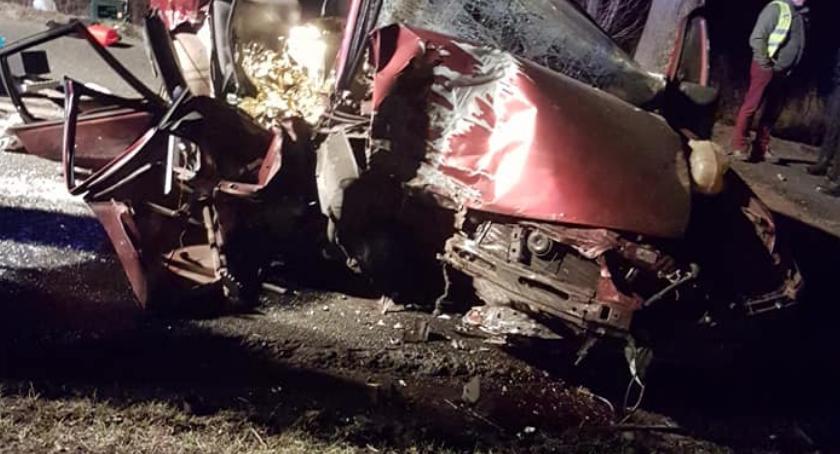 WYPADKI, Pijany kierowca wjechał drzewo Zginął pasażer - zdjęcie, fotografia