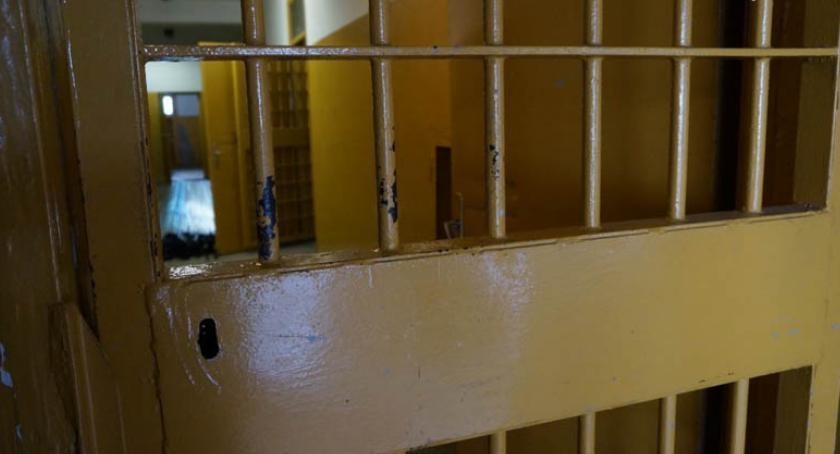 POLICJA, Uderzył głowę ukradł telefon Areszt rozbój - zdjęcie, fotografia