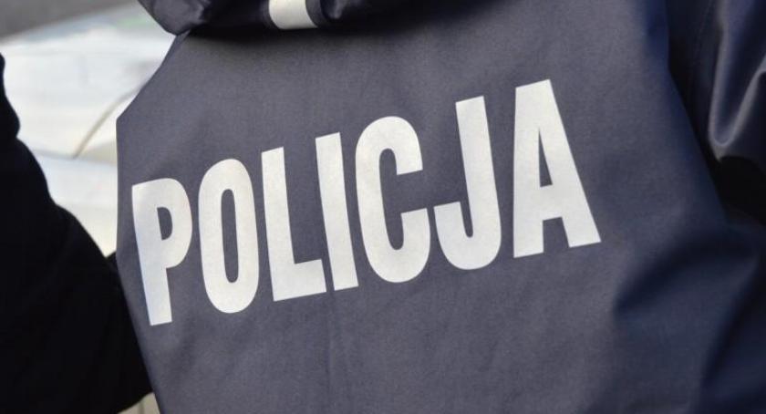 POLICJA, Skazany gwałt mężczyzna zatrzymany terenie szkoły Zaczepiał dziewczynki - zdjęcie, fotografia