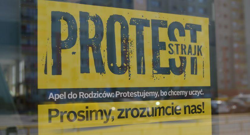 STRAJK SZKOLNY 2019, Nauczyciele mówią walczą otwarty strajkujących - zdjęcie, fotografia