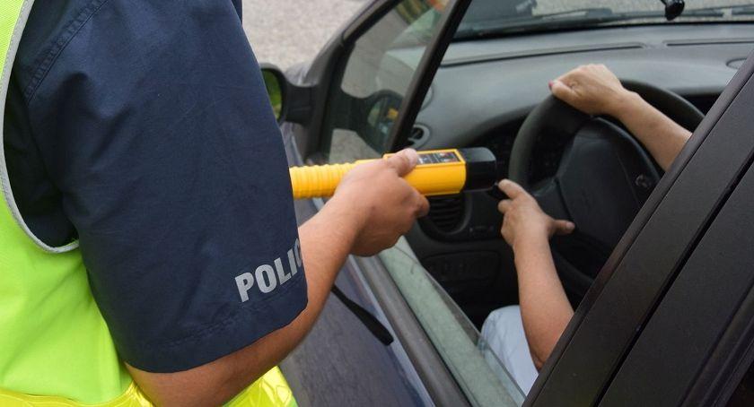 POLICJA, majówki wrócili radiowozem Policjanci zatrzymali dziesięciu kierowców - zdjęcie, fotografia