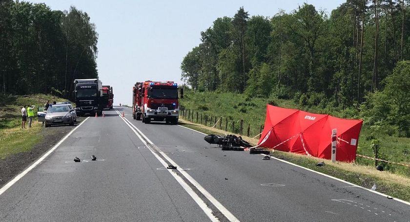WYPADKI, Wypadek żyje letni motocyklista - zdjęcie, fotografia
