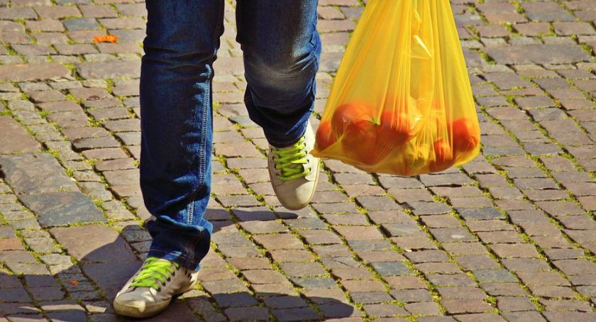 PIŁA, Środa dniem foliówki Akcja pilskim targowisku - zdjęcie, fotografia