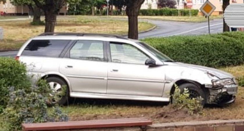 NARKOTYKI, Kierowca wpływem narkotyków Wjechał klomb obrażał policjantów - zdjęcie, fotografia
