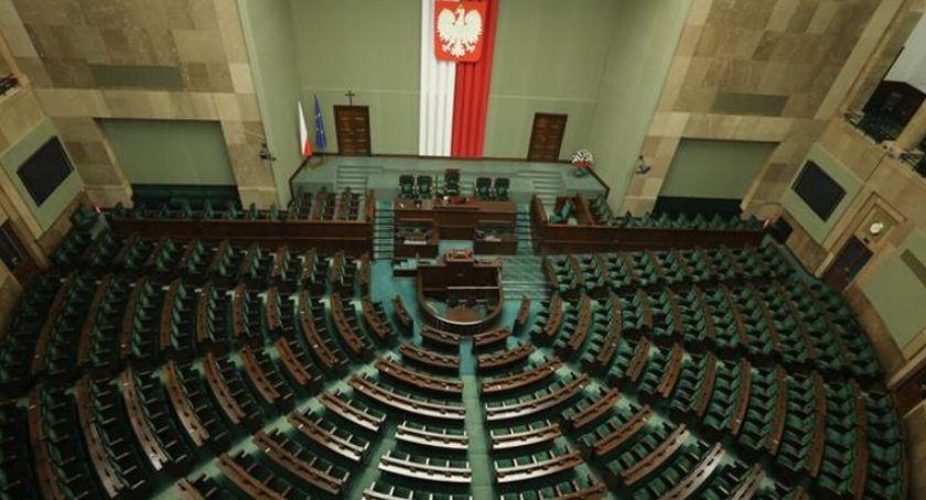 WYBORY PARLAMENTARNE 2019, przed Preferencje wyborcze okręgu pilskim koniec lipca - zdjęcie, fotografia