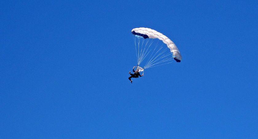 POLICJA, Tragiczny finał skoków spadochronowych Zginęły kobiety - zdjęcie, fotografia