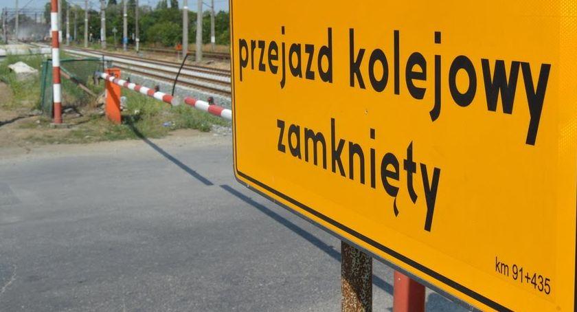 KOMUNIKACJA, Przejazd kolejowy Młodych zamknięty Utrudnienia ruchu - zdjęcie, fotografia