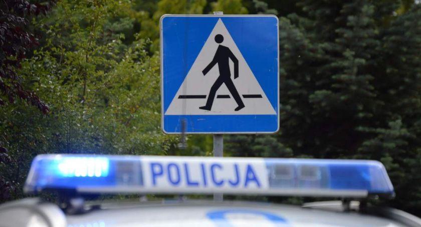 """POLICJA, Policjanci """"zebrach"""" trosce bezpieczeństwo pieszych rowerzystów - zdjęcie, fotografia"""