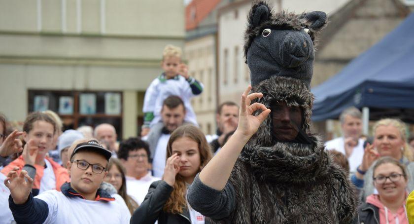 REGION, Złotowie ustanowiono rekord Polski jednoczesnym miganiu [ZDJĘCIA] - zdjęcie, fotografia