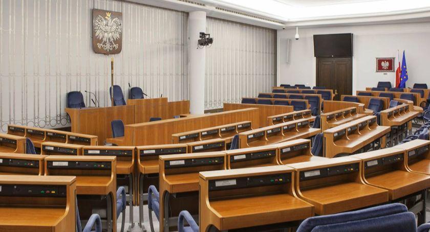 """WYBORY PARLAMENTARNE 2019, mandat Senatu Piły """"Wyrównana rywalizacja"""" - zdjęcie, fotografia"""