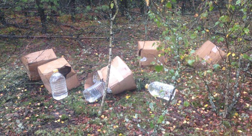 POLICJA, Nielegalny spirytus porzucony lesie - zdjęcie, fotografia