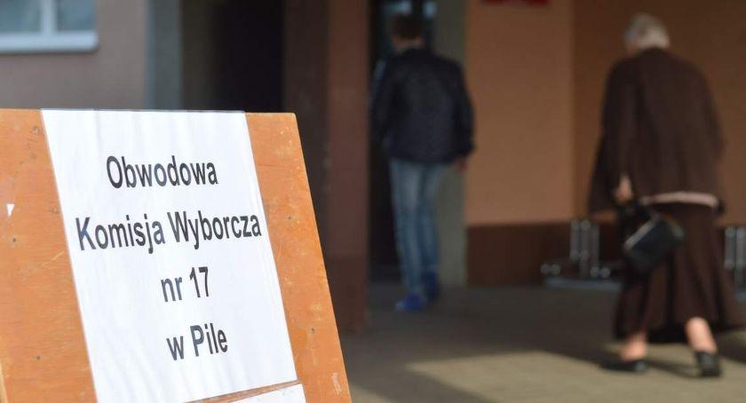 WYBORY PARLAMENTARNE 2019, Wybory Frekwencja godzinę - zdjęcie, fotografia