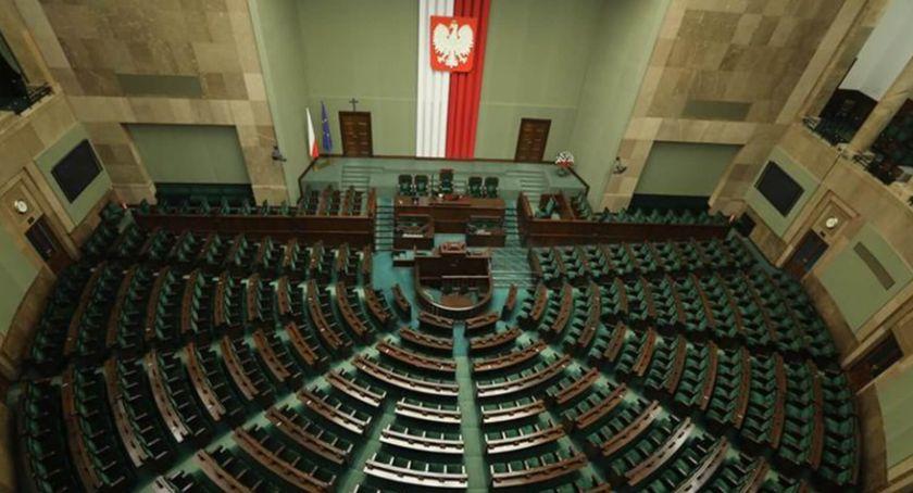 WYBORY PARLAMENTARNE 2019, wygrywa wybory Polsce - zdjęcie, fotografia