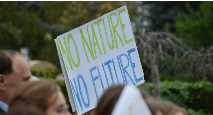 """PIŁA, """"Dosyć słów teraz czyny!"""" piątek Młodzieżowy Strajk Klimatyczny - zdjęcie, fotografia"""