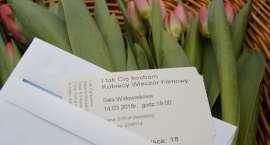 Kwiaty i bilety do kina na Dzień Kobiet w Pile [VIDEO]