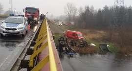 Ciężarówka w rzece. Zarzut dla kierowcy BMW