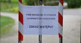 Park Miejski w Pile znów zamknięty. Przez wiatr i wodę