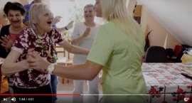 Podopieczne i pracownicy DPS z Justinem Timberlakiem [VIDEO]