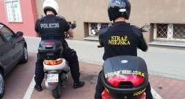 Policjanci i strażnicy miejscy wsiedli na skutery