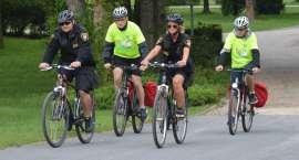 Ratownicy i strażnicy razem na rowerach
