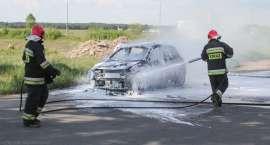 Spłonął samochód nauki jazdy [ZDJĘCIA]