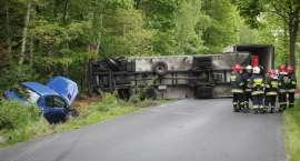 Wypadek pod Śmiłowem. Ciężarówka zablokowała drogę [ZDJĘCIA]