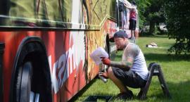 Graffiti na autobusach. Kolorowe pożegnanie taboru MZK