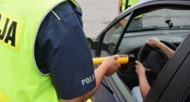 Zatrzymali pijanego kierowcę i oddali go w ręce policji. 55-latek miał ponad dwa promile