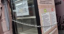 Społeczna lodówka w Pile zamknięta na klucz. Dlaczego?